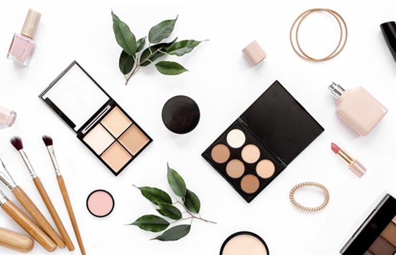 https://www.giftscenter.com/category/make-up